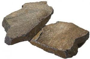 鉄平石(日本)鉄平石は、長野県諏訪市や兵庫県丹波地方が有名な産地です。古くから日本庭園などに使用され、丹波鉄平石は国産高級材料として評価が高い石材です。使い方次第で洋風ガーデンにも合います。